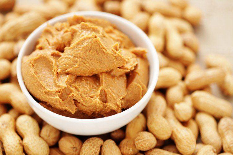 burro di arachidi insieme ai frutti